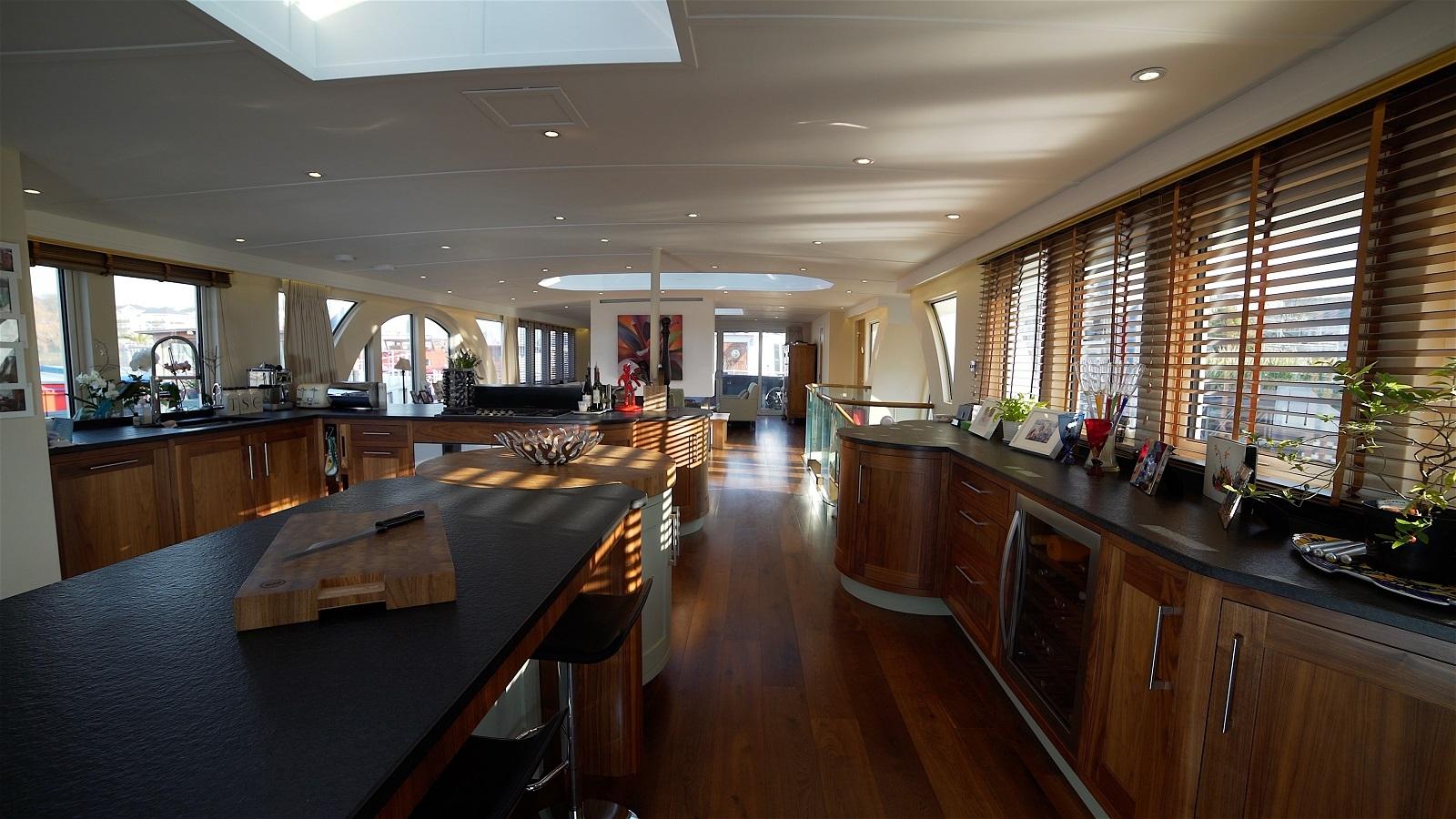 Caracoli Houseboat